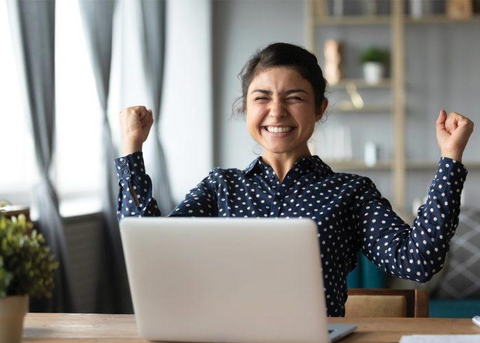 Alfa eCare användarvänlig glad kvinna